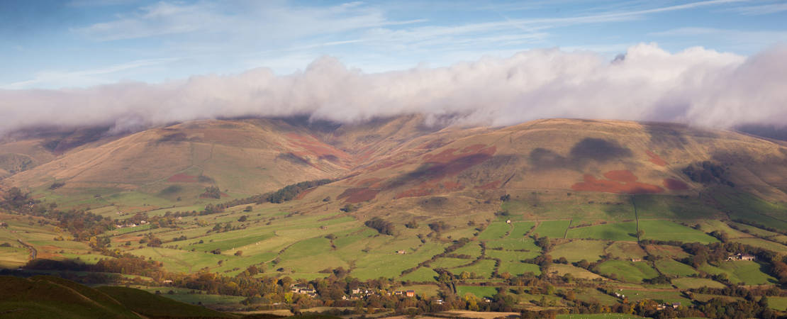 Kinder in cloud with Barber Booth below